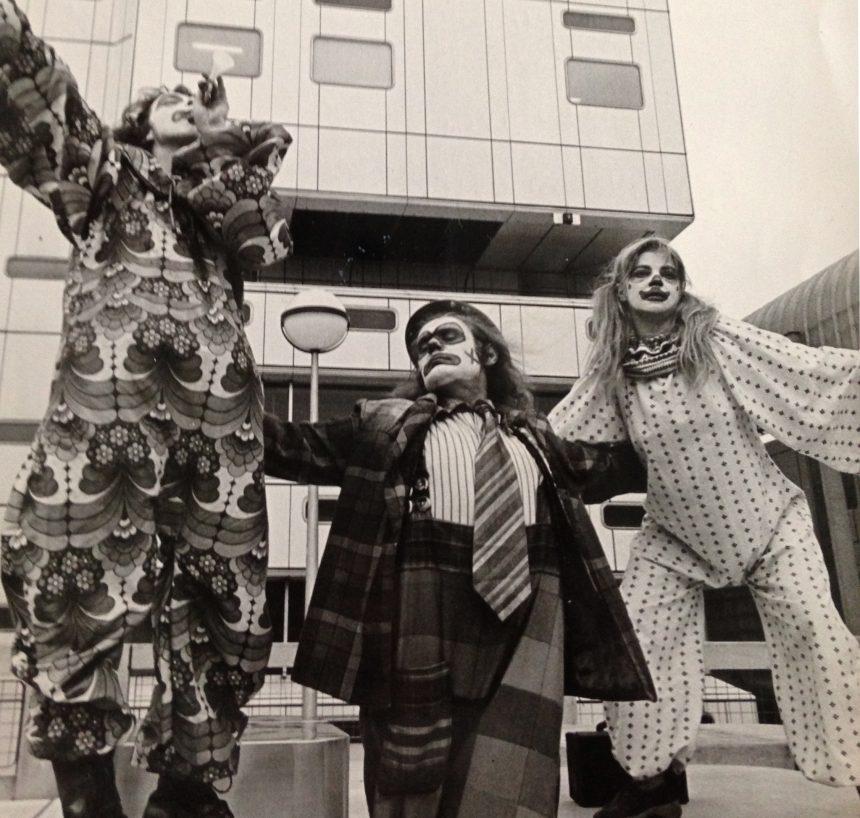 Bath Arts Workshop street theatre -clowns